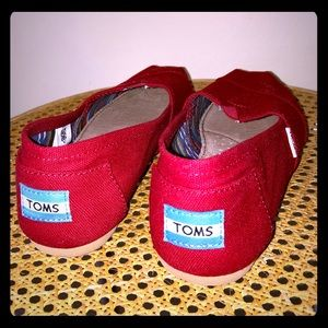 TOMS tomato red classic shoes size 6.5 like new